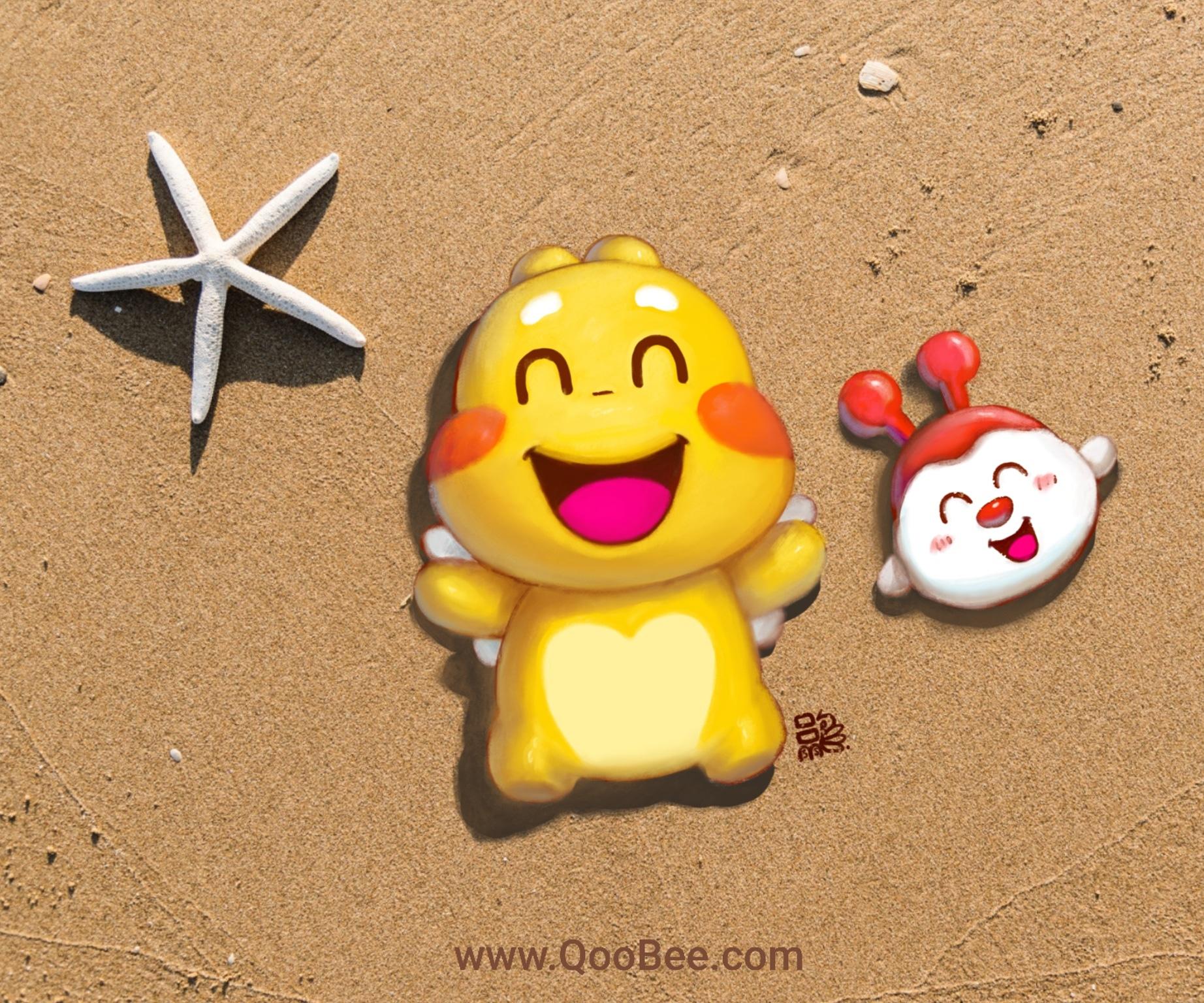 Qoobee和奶豆在沙滩上玩耍